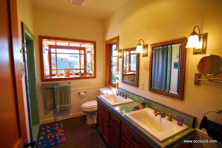 Craftsman bathroom 36 thomas odenwald design and lifestyle for Craftsman bathroom pictures